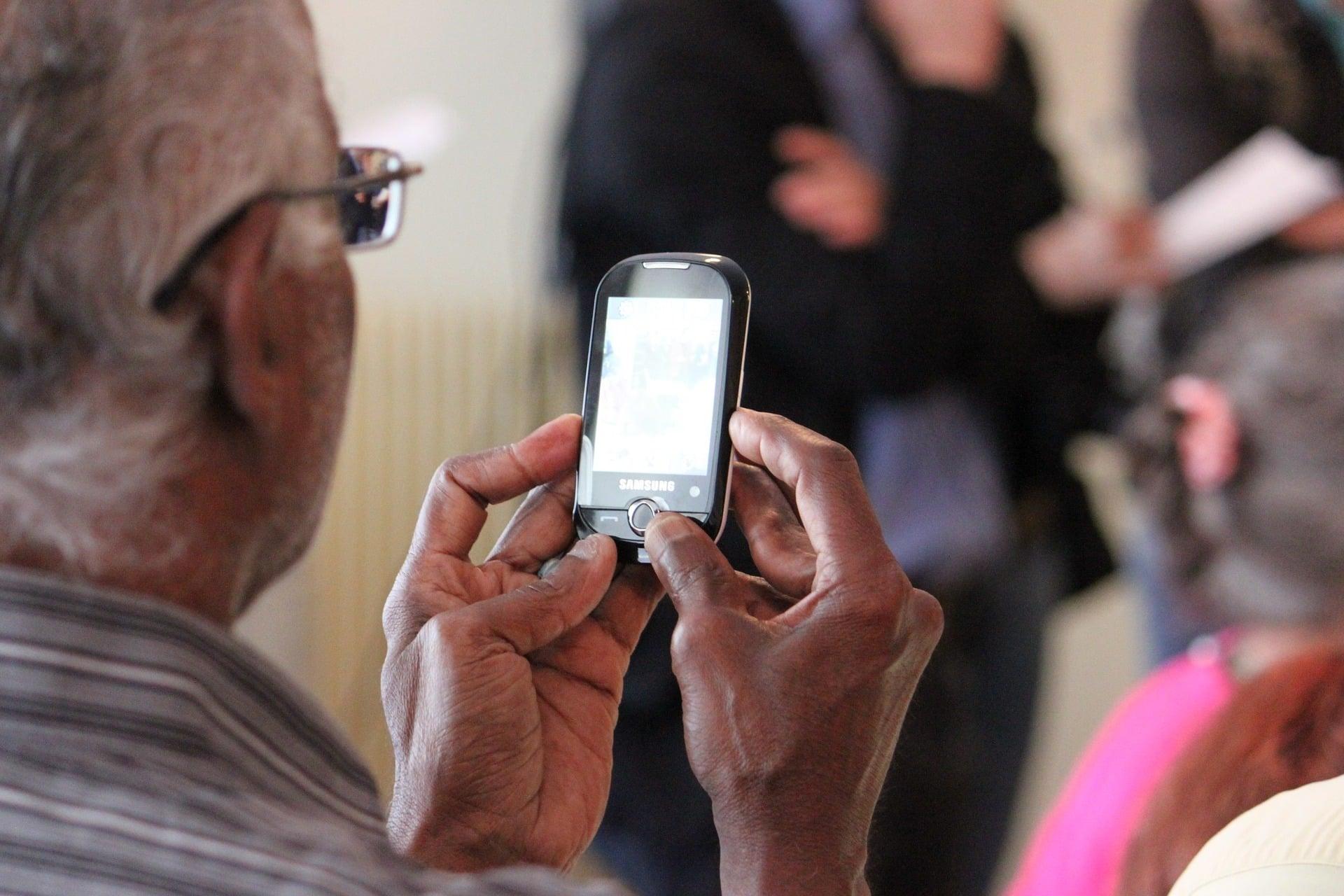 """Trzy dni wystarczyły, aby przekonać zdeklarowanego """"anty-smartfonowca"""", że te całe smartfony nie są takie złe... 1"""