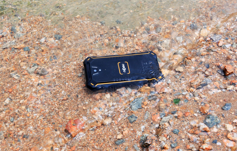 Tabletowo.pl Na świecie nie ma drugiego tak wodoszczelnego smartfona jak NOMU S10 Pro Android Chińskie Smartfony