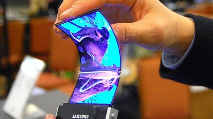 Składany Galaxy Note z elastycznym ekranem już w przyszłym roku? Samsung mówi, że by chciał 22