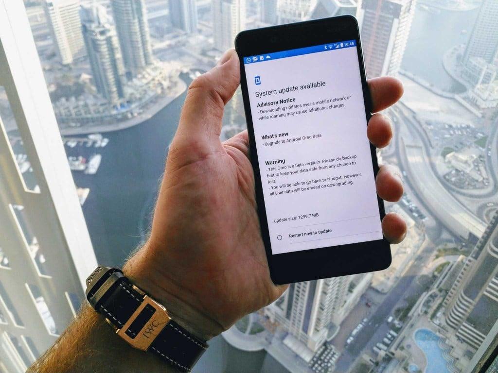 Tabletowo.pl HMD Global drażni ludzi. Udostępniono zdjęcia Nokii 8 z Androidem Oreo Aktualizacje Nokia Oprogramowanie Smartfony