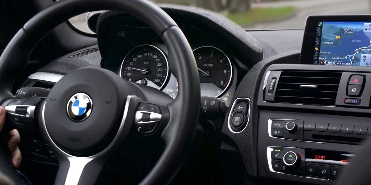 Tabletowo.pl Amazon podjął się współpracy z BMW. Alexa w samochodach koncernu już wkrótce Amazon Asystenci głosowi Moto
