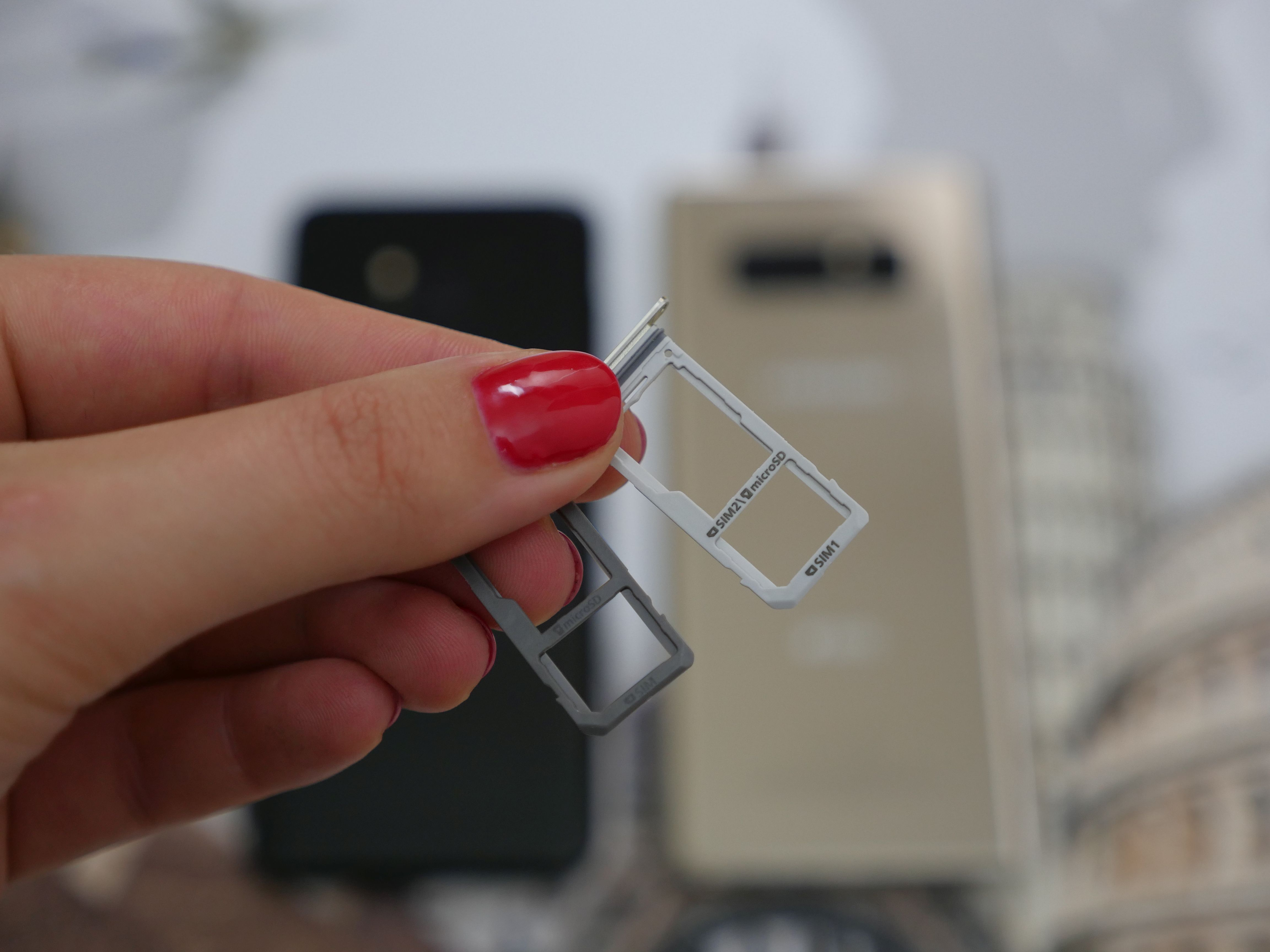 W Polsce nie kupimy iPhone'a z Dual SIM, a z Azji nikt go raczej ściągać nie będzie 23