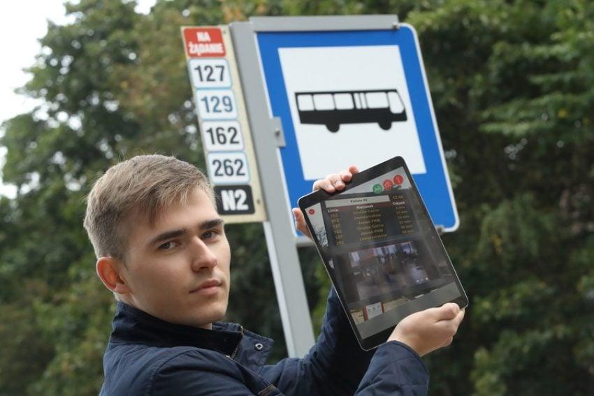 Tabletowo.pl Na przystanku nie ma tablicy odjazdów? Można to zmienić dzięki rozszerzonej rzeczywistości Ciekawostki Rozszerzona rzeczywistość