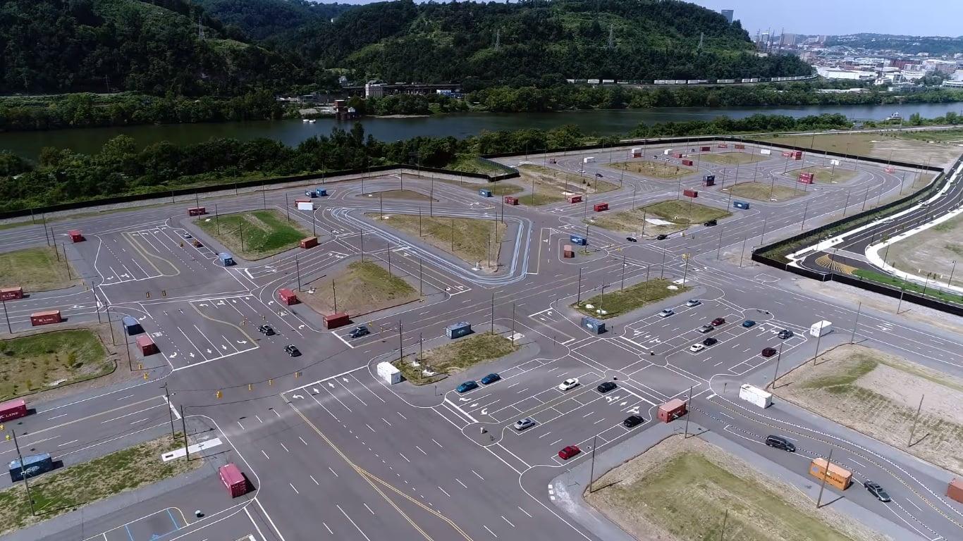Testowanie autonomicznych aut na ulicach jest zbyt ryzykowne, więc... trzeba wybudować sztuczne miasto 28