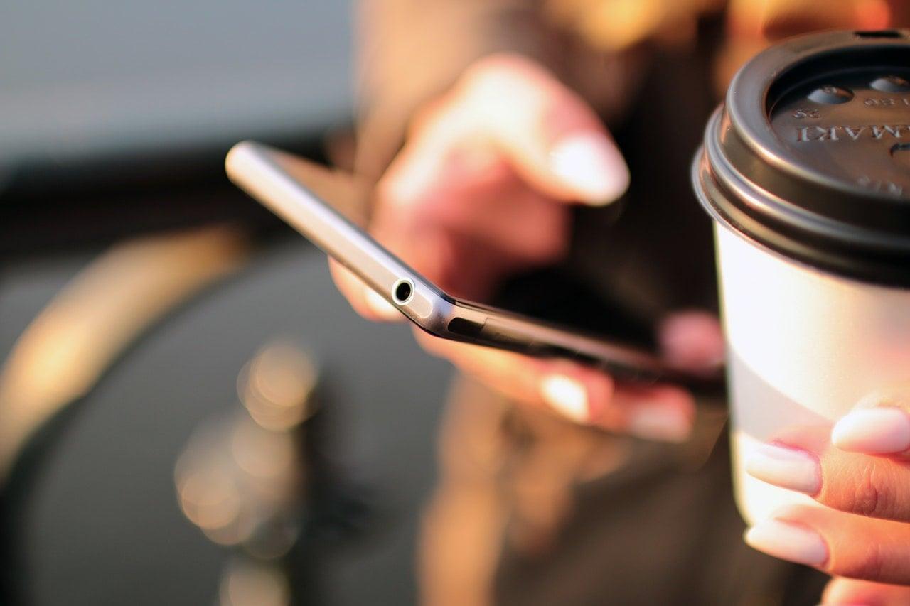 Tabletowo.pl Najpopularniejsze smartfony pierwszej połowy 2017 roku według IHS Markit Apple Raporty/Statystyki