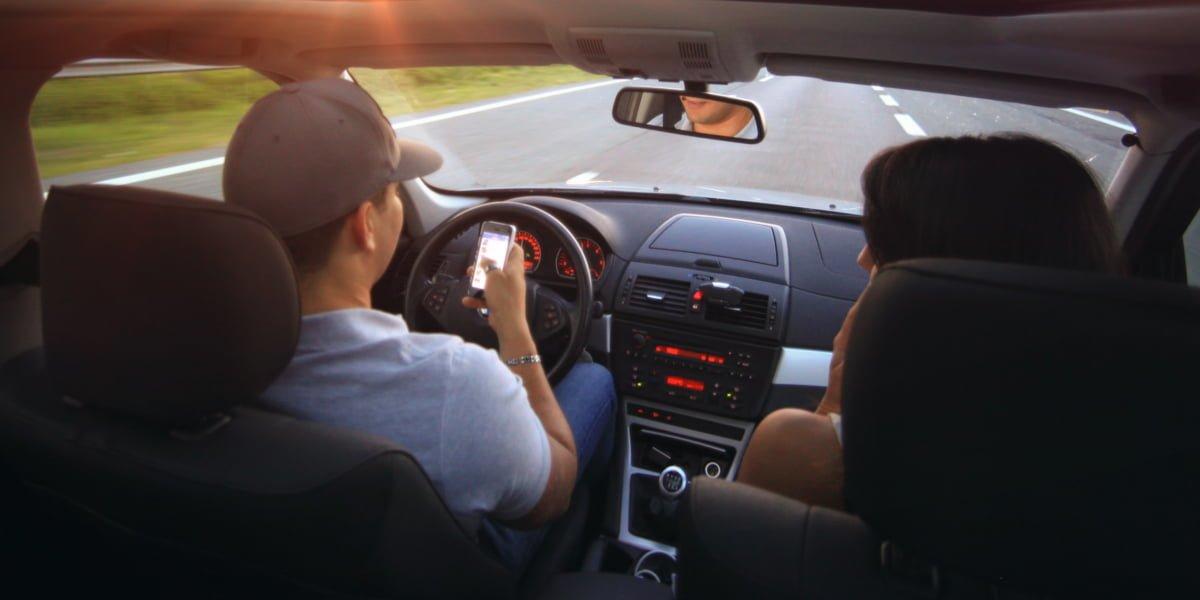 Tabletowo.pl Tegoroczny Pixel może automatycznie przechodzić w tryb Nie Przeszkadzać podczas jazdy samochodem Android Bezpieczeństwo Google Moto Smartfony