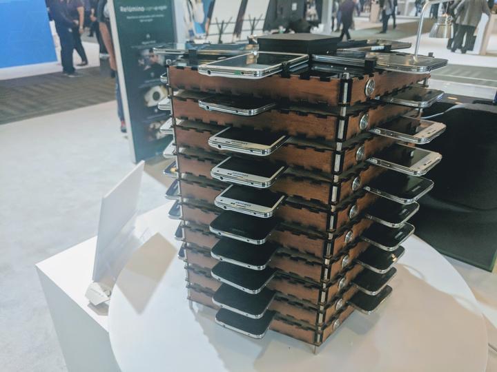 Tabletowo.pl Wystarczy czterdzieści Samsungów Galaxy S5, aby zbudować wydajną koparkę bitcoinów Ciekawostki Samsung Smartfony