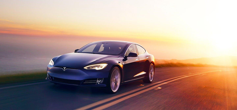 Tesla aktualizuje soft w swoich autach i wprowadza coś dla tych, którzy cenią sobie komfort jazdy 18