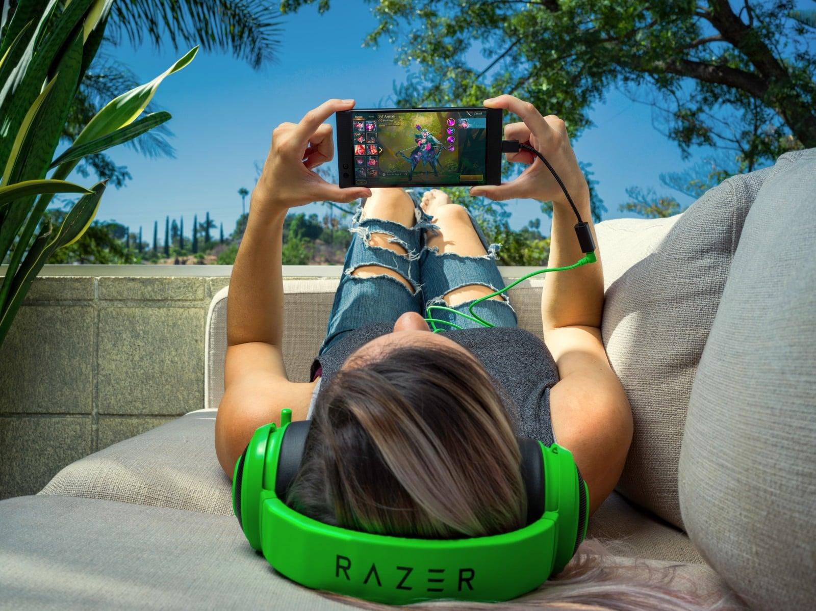 Tabletowo.pl Czy brak złącza słuchawkowego we flagowcach nadal Cię boli? Twórca Razer Phone się tłumaczy Producenci Smartfony