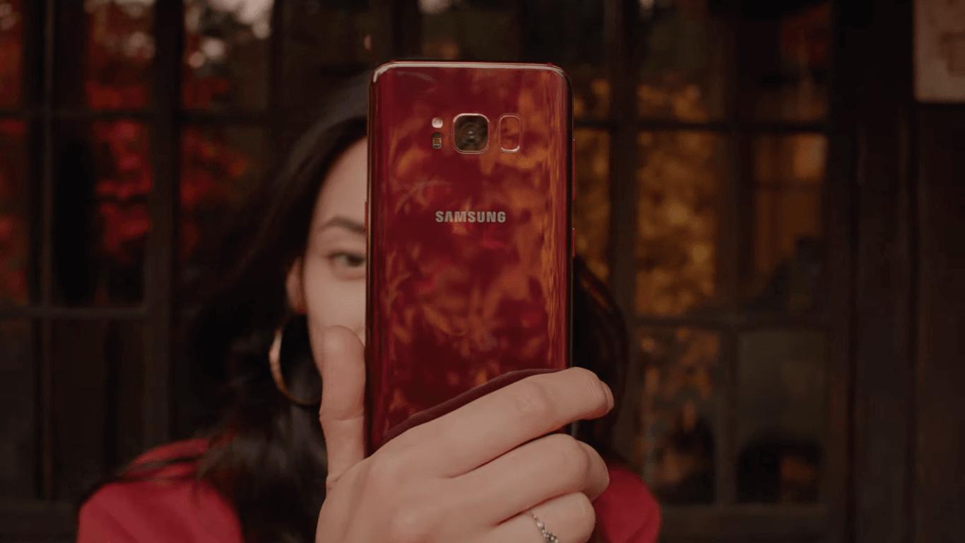 Czerwony jest chyba modny w tym sezonie - po Xperii XZ Premium przyszedł czas na Galaxy S8 23