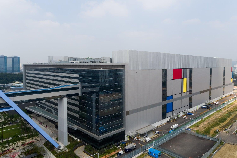 Samsung poinformował, że rozpoczął właśnie produkcję Exynosa 9810 do Galaxy S9 i Galaxy S9+ 19