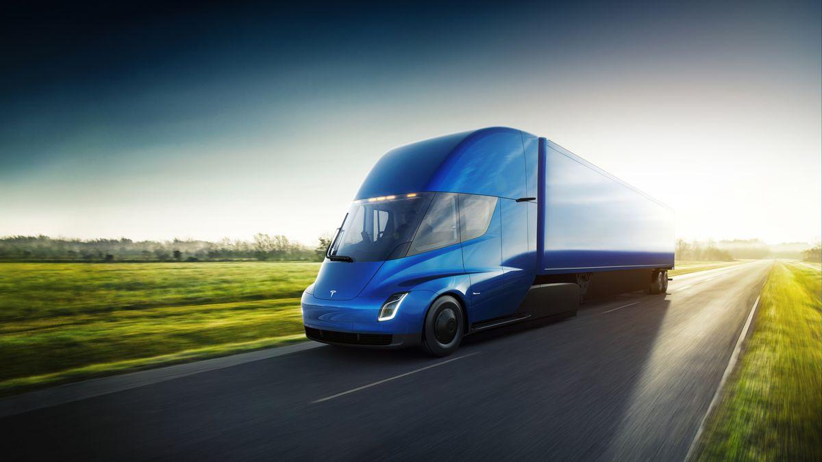 Elon Musk: Tesla Semi wejdzie do masowej produkcji 24