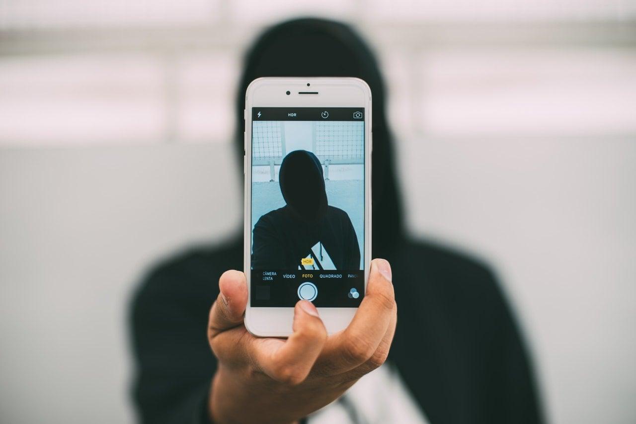 Tabletowo.pl Facebook prosi o przesłanie selfie w celu odblokowania konta, a ludzie są zdziwieni Aplikacje Facebook