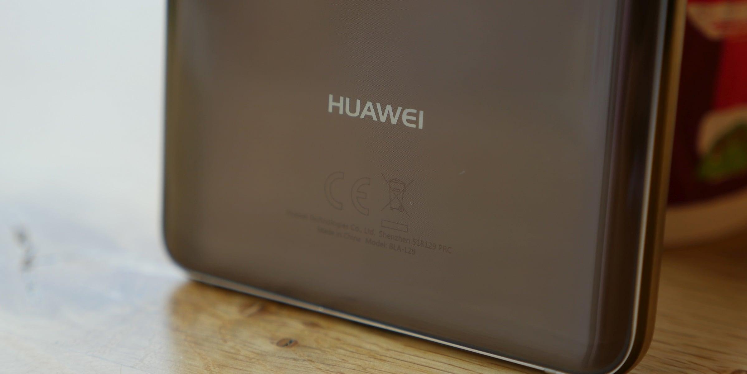 Tabletowo.pl Huawei chce wyprzedzić Samsunga, dlatego zaprezentuje składalny smartfon już w listopadzie Android Huawei Plotki / Przecieki Smartfony