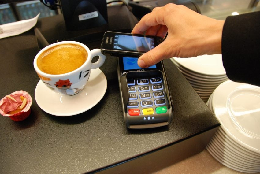 https://upload.wikimedia.org/wikipedia/commons/2/22/Mobile_payment_03.JPG