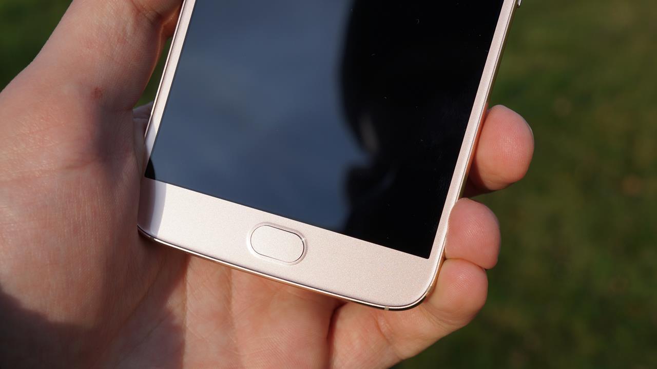 Motorola nie będzie wyjątkiem - podobno wykastruje kilka nowych modeli z czytnika linii papilarnych