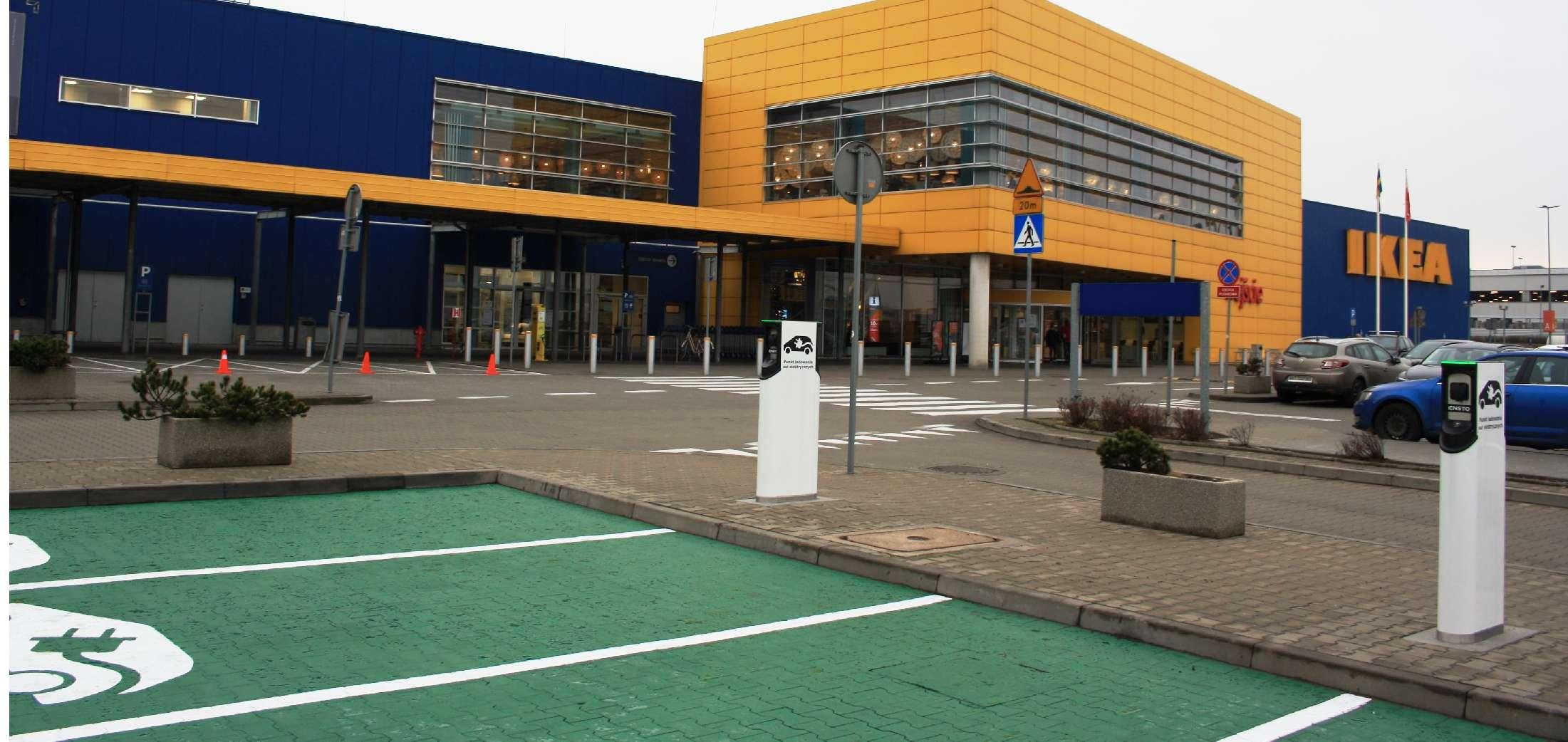 IKEA uruchamia kolejną ładowarkę do elektrycznych aut. Teraz skorzystają również klienci w Krakowie 27
