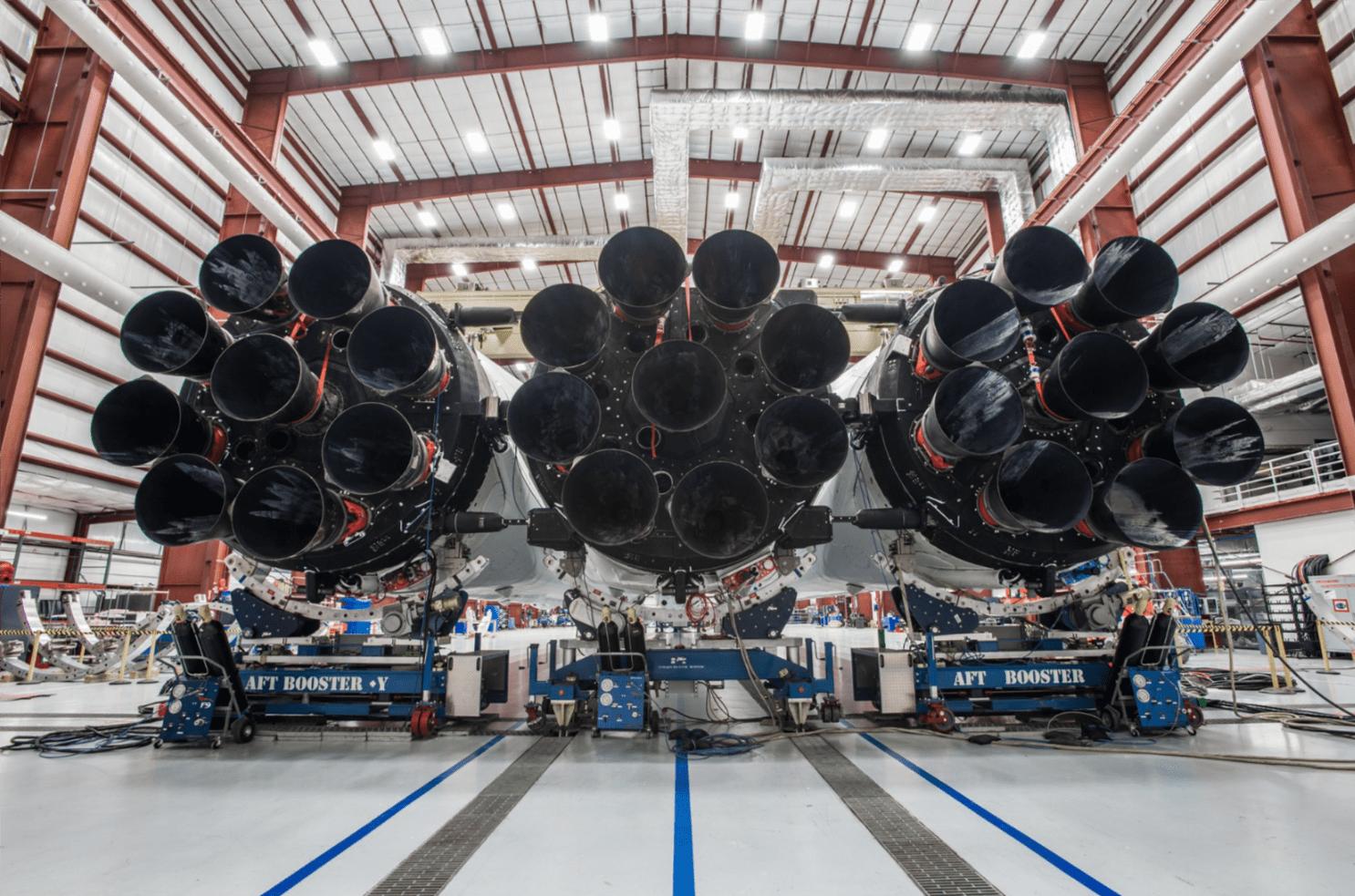 Tabletowo.pl Duże to. Spójrz na rakietę, która wystrzeli Teslę Elona Muska w kierunku Marsa Ciekawostki