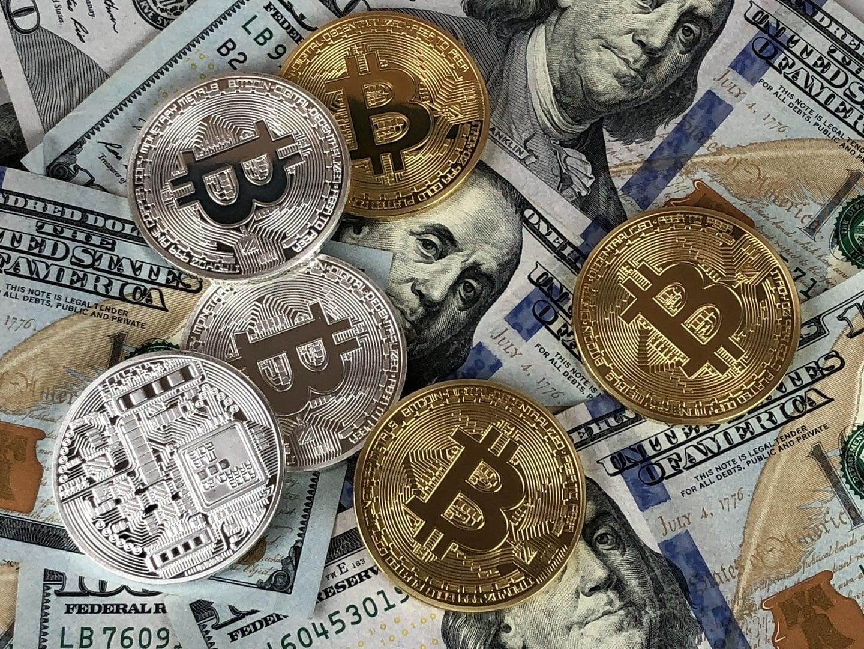 Tabletowo.pl Bitcoinowa bańka pękła? Kurs kryptowaluty leci w dół na łeb na szyję Ciekawostki