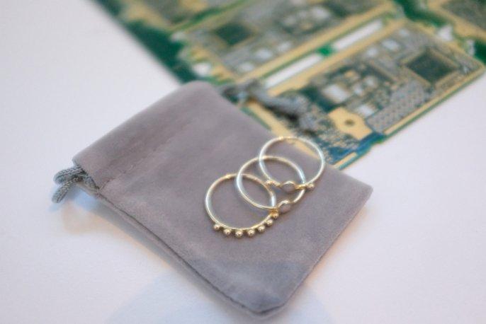 Tabletowo.pl Biżuteria dla prawdziwych geeków - Dell robi pierścionki ze ze złota pozyskanego z komputerowych części Ciekawostki Dell