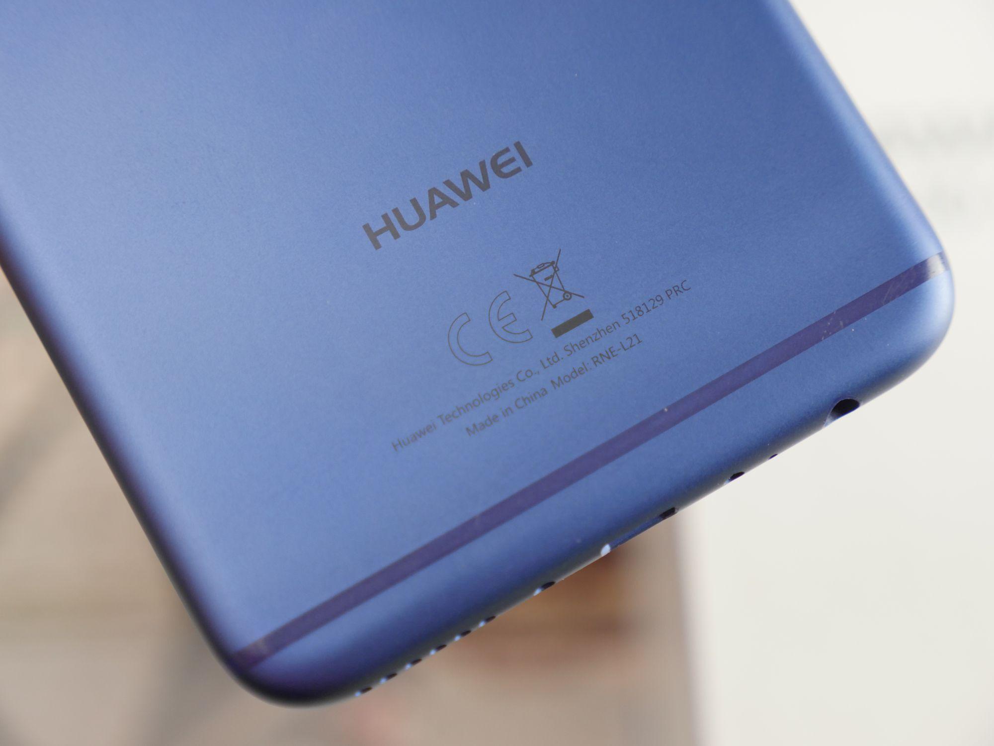 Huawei Mate 20 lite na kolejnych grafikach. Smartfon pojawi się w czarnej i złotej wersji kolorystycznej 26