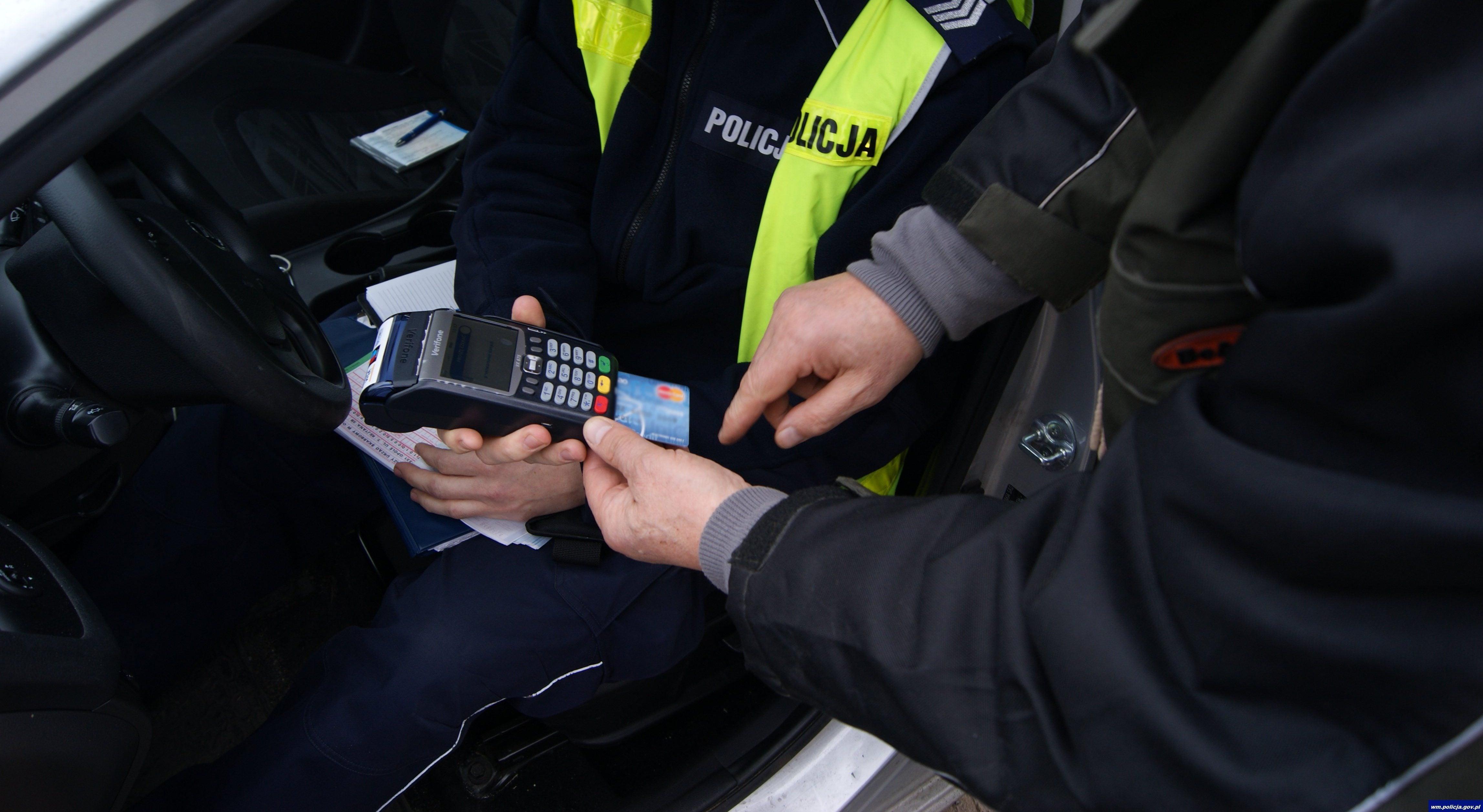 Tabletowo.pl Terminale w policji się przyjęły. Kierowcy chętnie z nich korzystają Moto