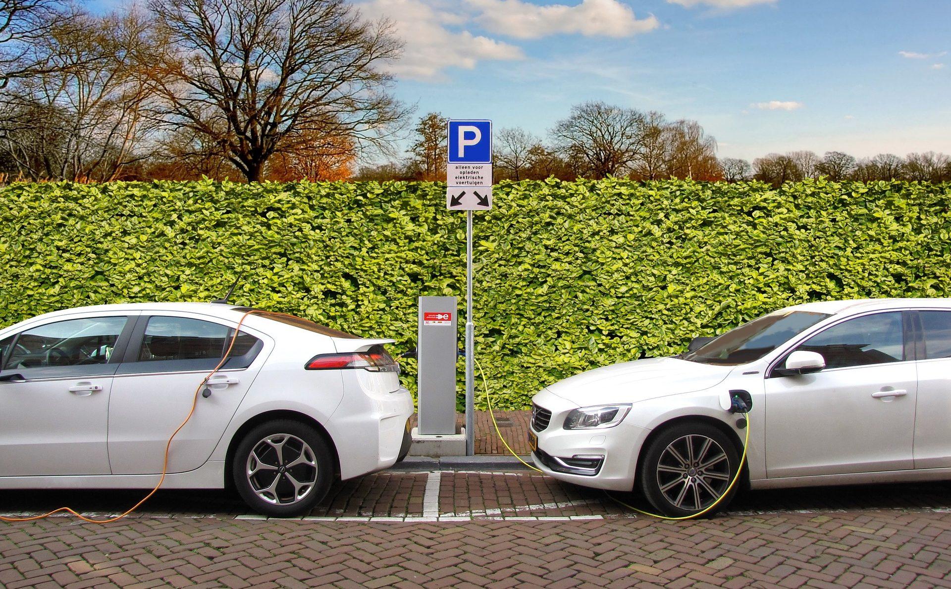 Więcej samochodów elektrycznych i hybryd. Parlament Europejski chce zaostrzenia norm emisji spalin 22