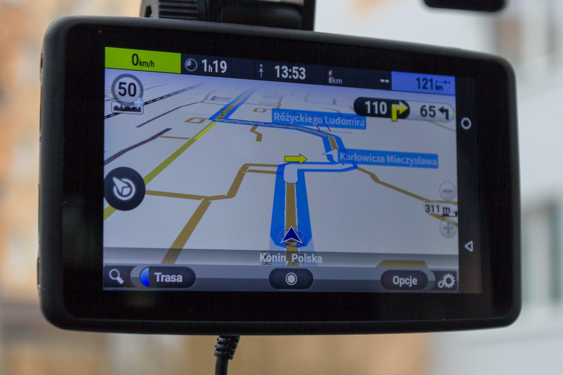 Recenzja NavRoad UNI, czyli co się stanie, gdy nawigacja spotka smartfona i kamerę 27