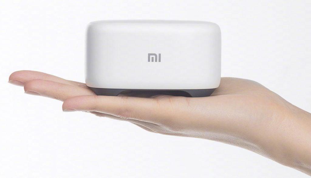Tabletowo.pl Nie tylko bezramkowiec i laptop. Na konferencji Xiaomi pojawił się też mały, inteligentny głośnik Asystenci głosowi Smart Home Xiaomi