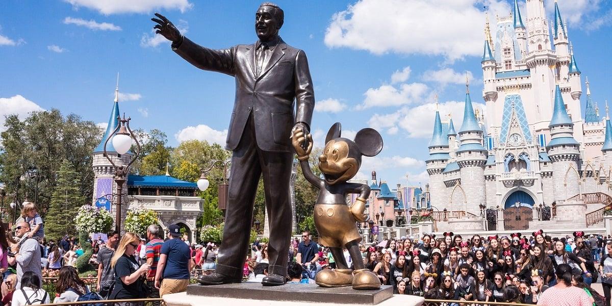 Tabletowo.pl Chciałbyś odwiedzić park rozrywki Disneya? Teraz możesz to zrobić za pomocą Google Street View Aplikacje Ciekawostki Google