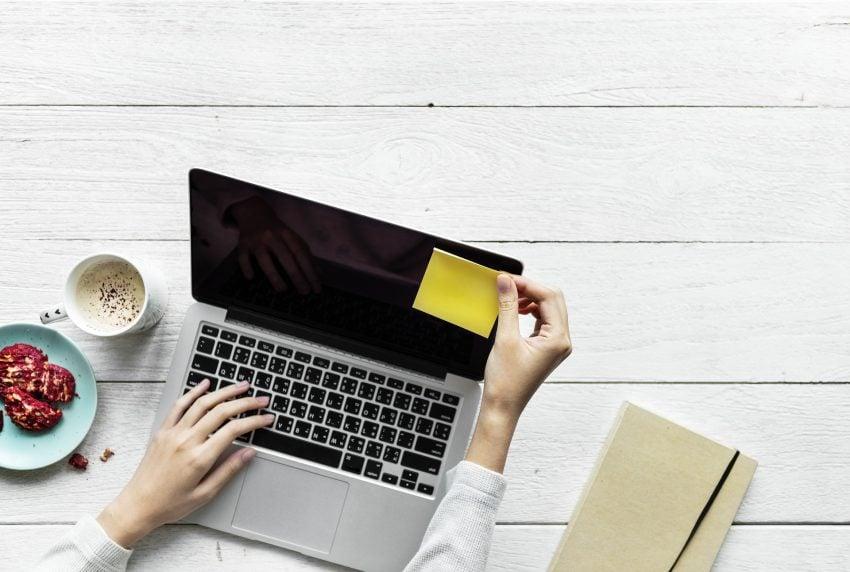 https://pixabay.com/pl/laptop-komputer-biznesu-tabela-3253347/