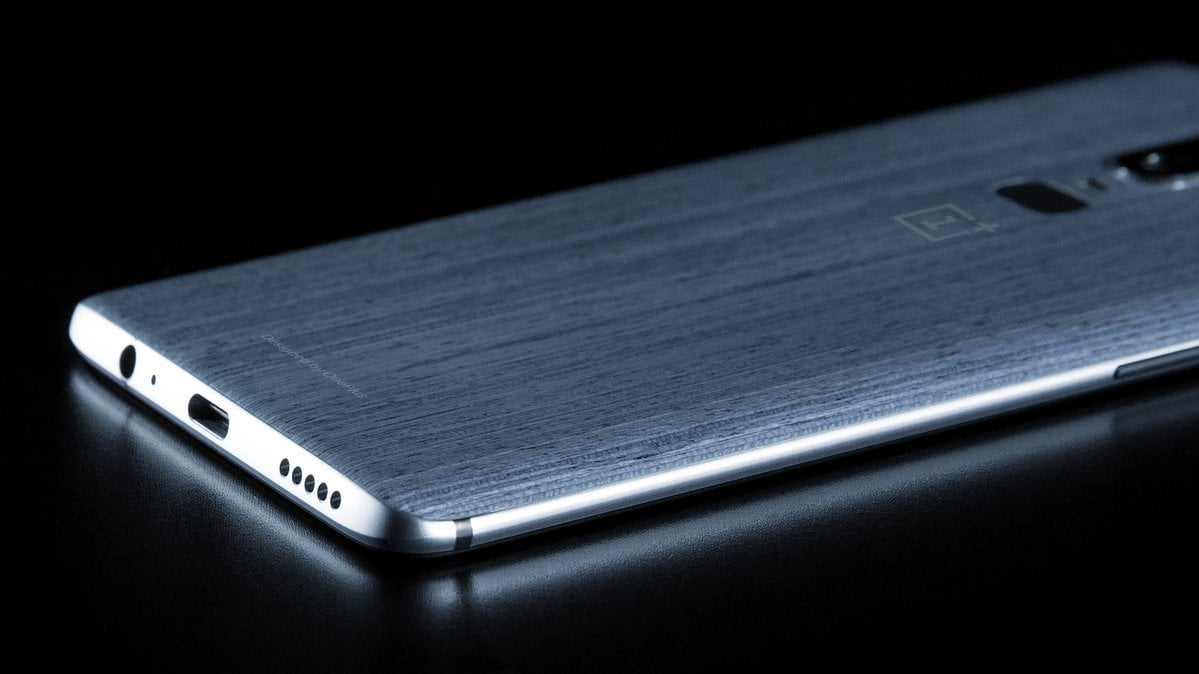 Ważna rzecz w OnePlusie 6: gniazdo słuchawkowe. Pojawiło się zdjęcie z teksturowanymi pleckami 25