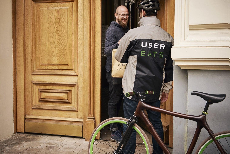 Uber Eats dostępny od dziś również we Wrocławiu. Klienci mogą zamawiać jedzenie z 75 różnych restauracji 23