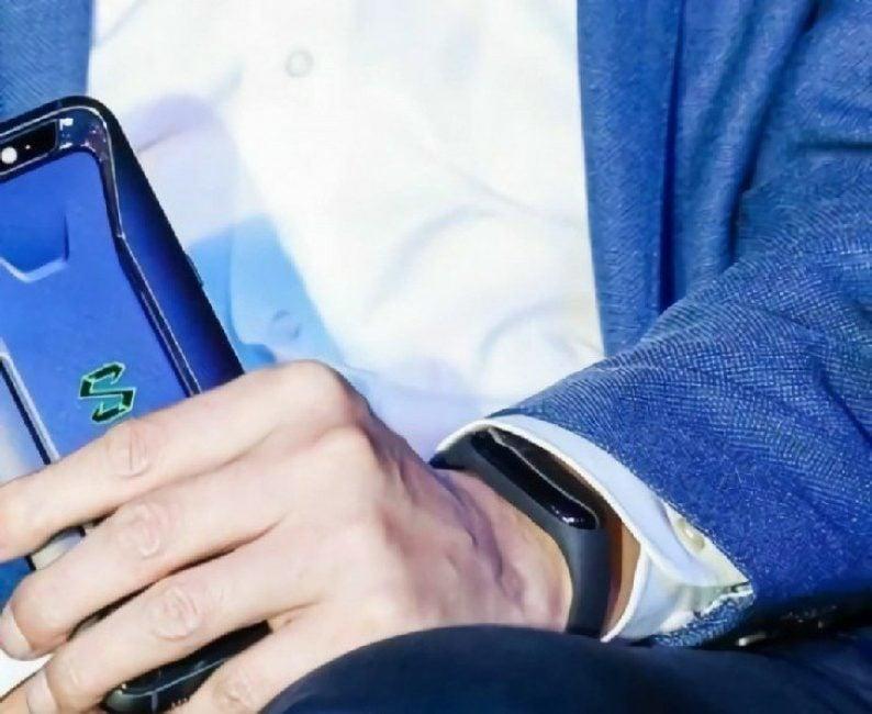 Tabletowo.pl Xiaomi zaczyna się droczyć ze swoimi fanami. Pierwsza grafika Mi Banda 3? Wearable Xiaomi Zapowiedzi