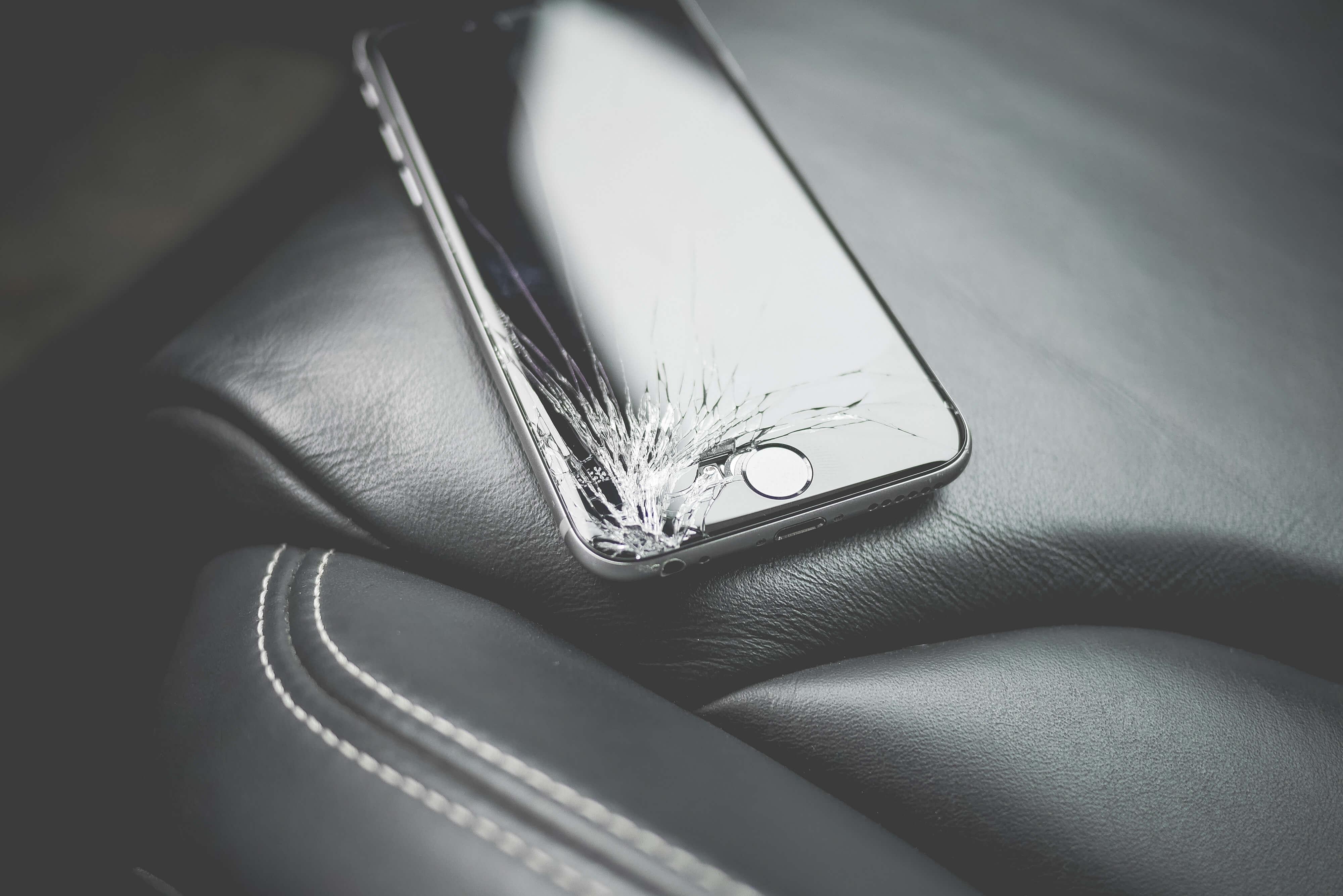 Od kilku lat nie używam już żadnej ochrony na wyświetlacz smartfona. I jest mi z tym dobrze 19