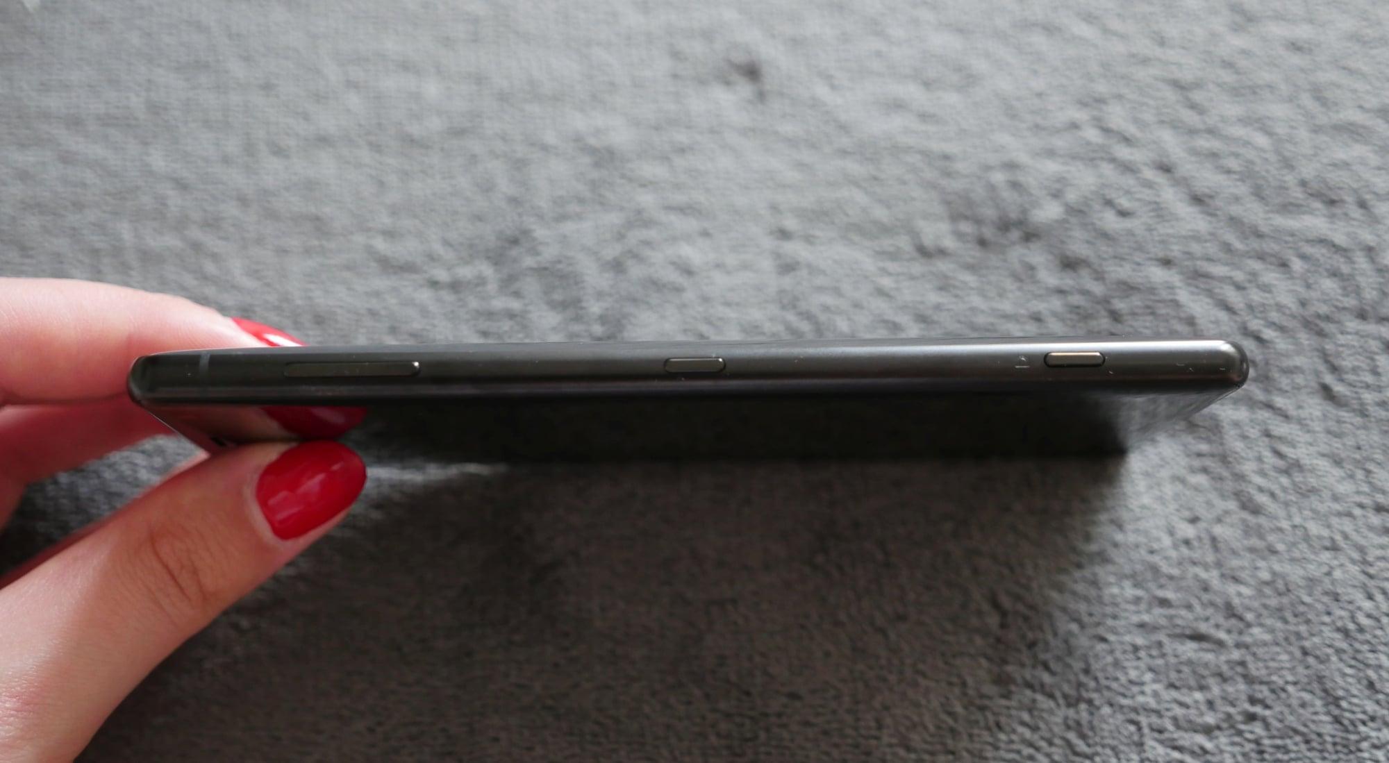 Skaner w fatalnym miejscu, ale reszta na wysokim poziomie - recenzja Sony Xperia XZ2