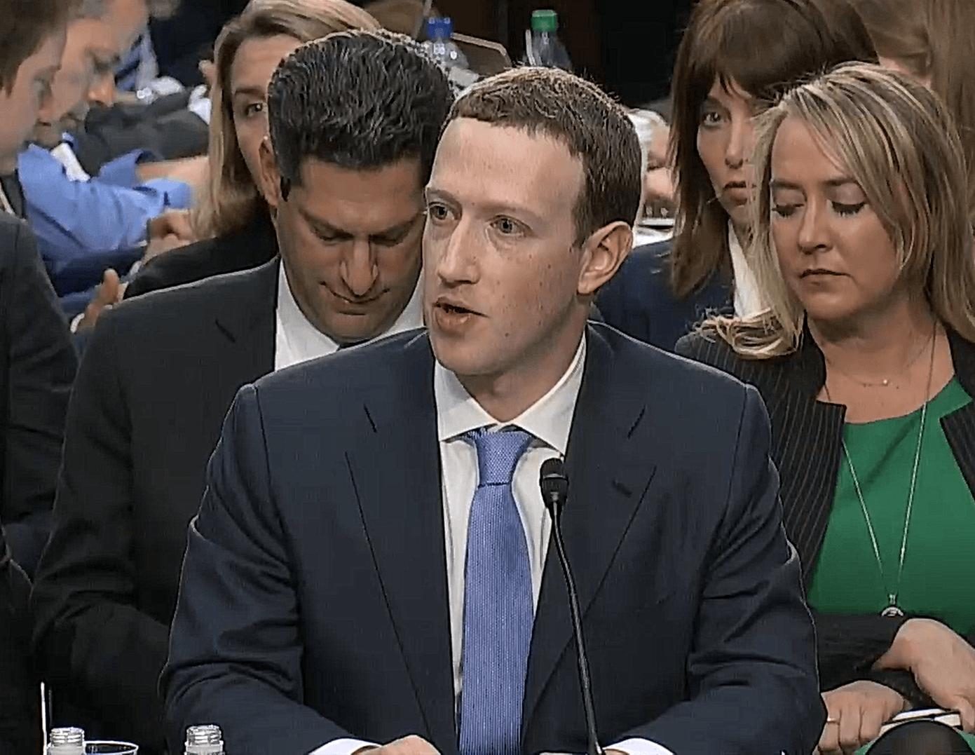 Tabletowo.pl Jak Zuckerberg przez 5 godzin tłumaczył się z afery Cambridge Analytica przed amerykańską komisją senacką Facebook Opinie Wydarzenia