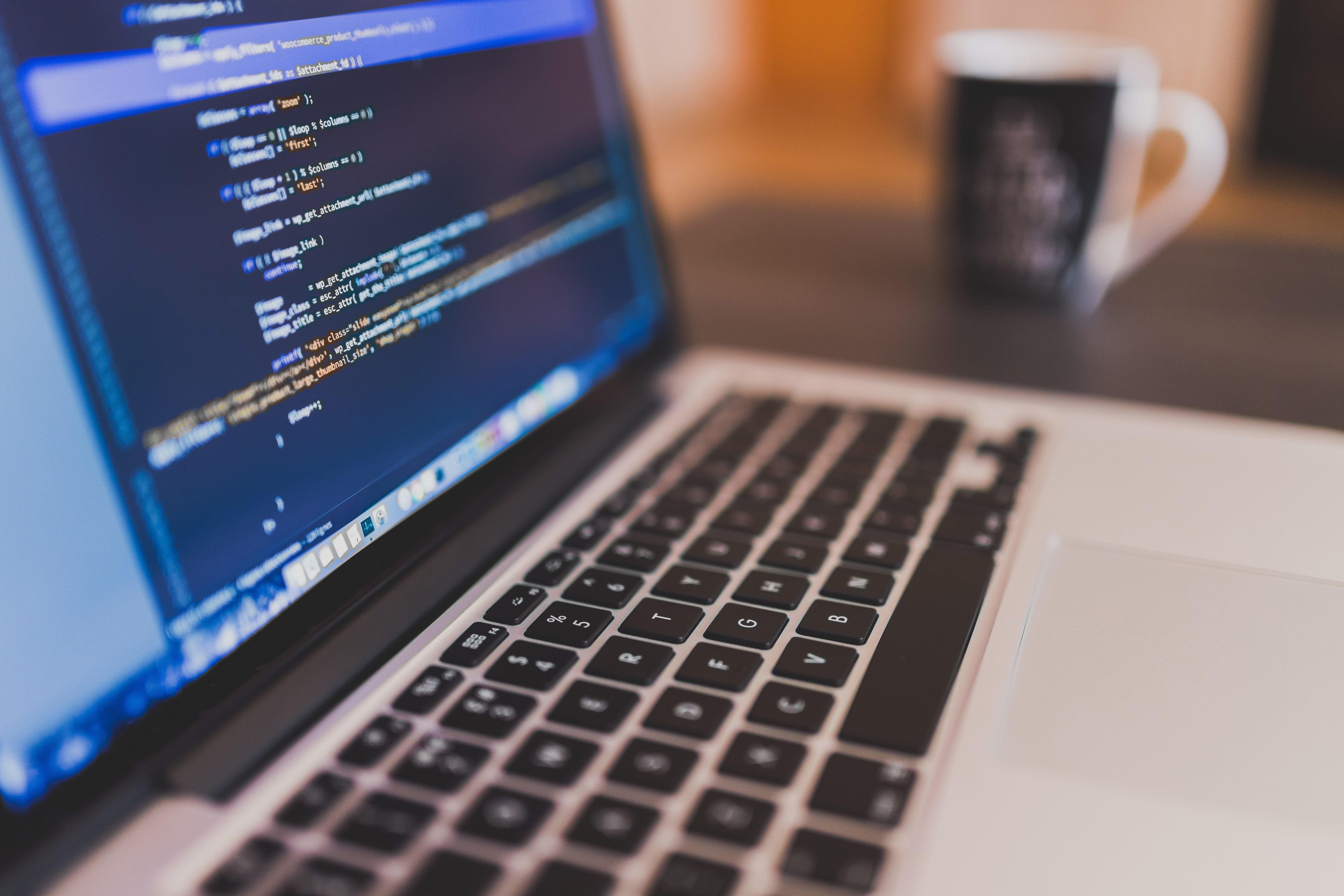 Tabletowo.pl Apple przyznaje, że jest problem z klawiaturą motylkową w MacBookach. Rusza akcja serwisowa Apple