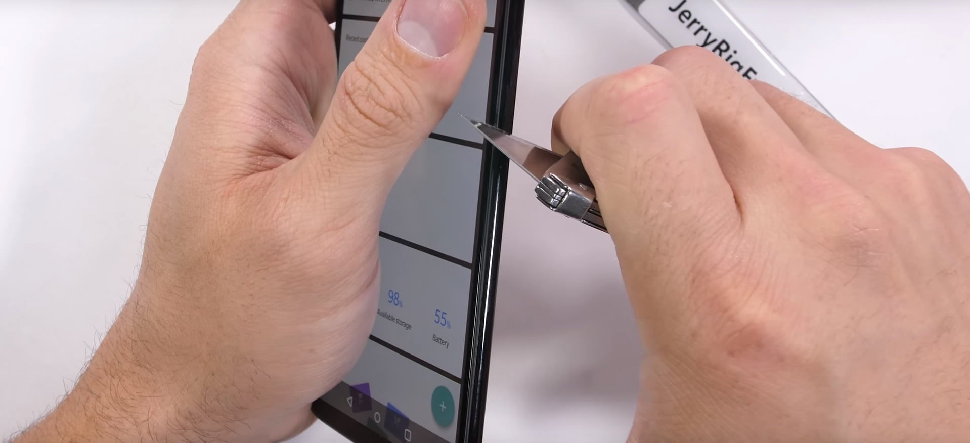 Nie lubię coverów i szkieł hartowanych. Z jakiego smartfona powinienem korzystać? Według tego testu, z OnePlus 6 26