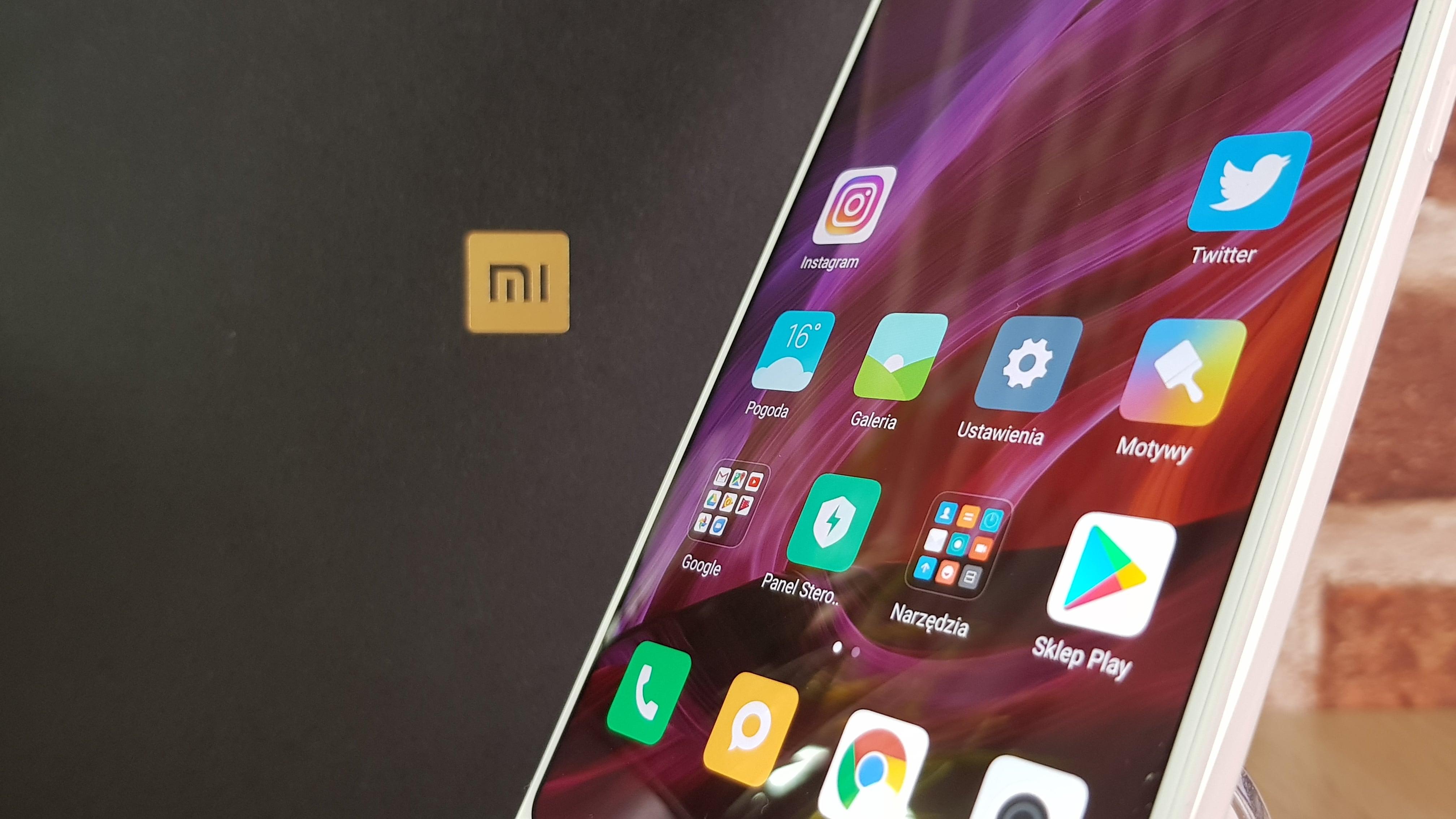 Linia Mi MIX to już pewnego rodzaju legenda wyznacznik nowoczesności i – w pewnym sensie – protoplasta bezramkowych smartfon³w kt³re tak ochoczo podłapały