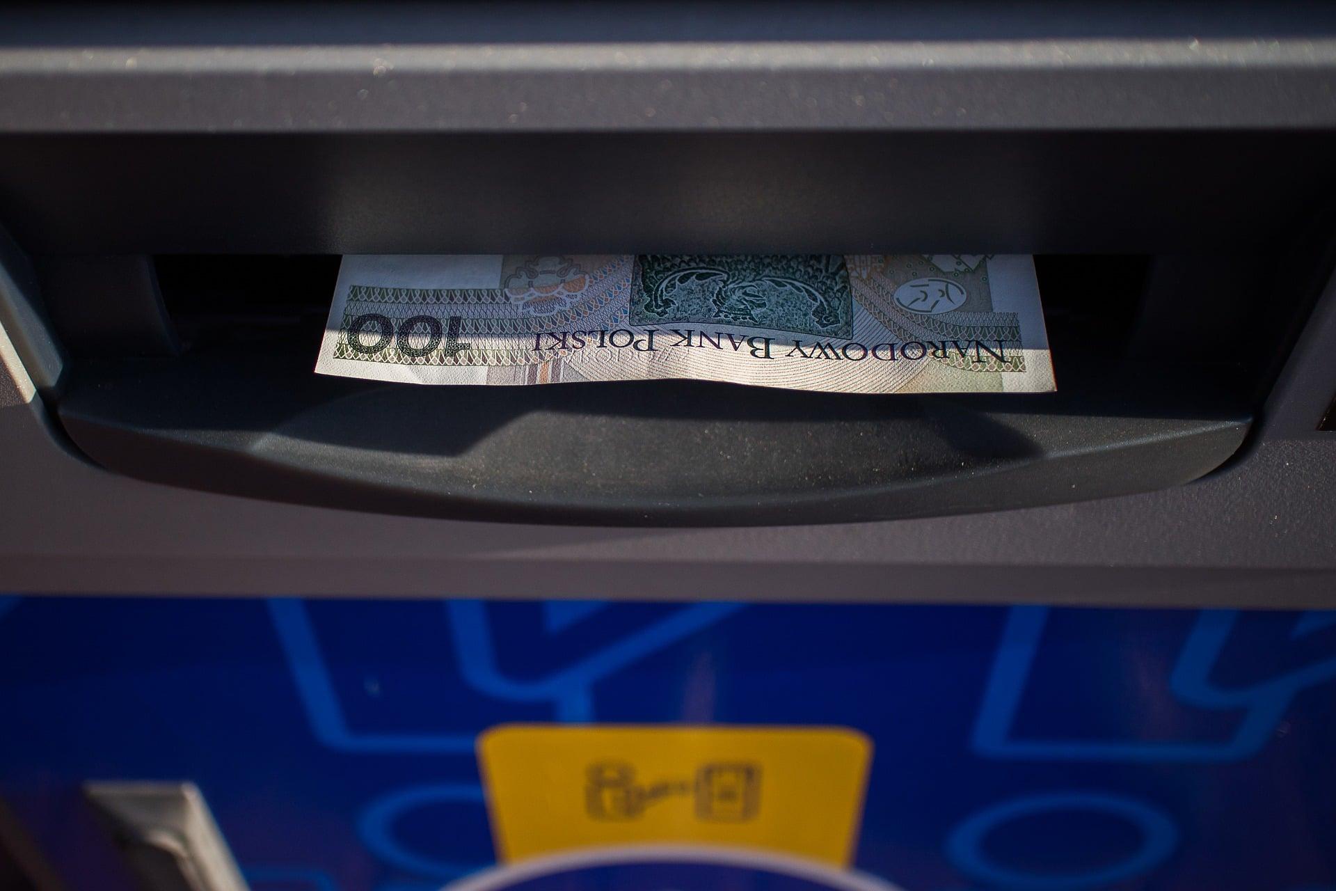 Za pomocą Apple Pay i Google Pay wypłacisz też pieniądze z bankomatu. Żegnajcie plastikowe karty! 22