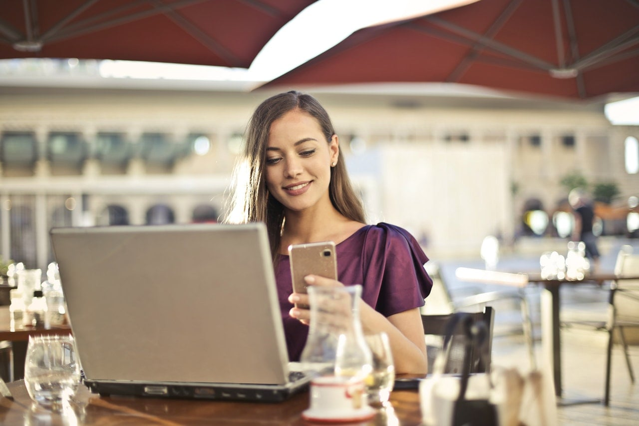 Kobiety lubią szukać produktów w sieci za pomocą smartfona. Mężczyźni jednak wolą komputery