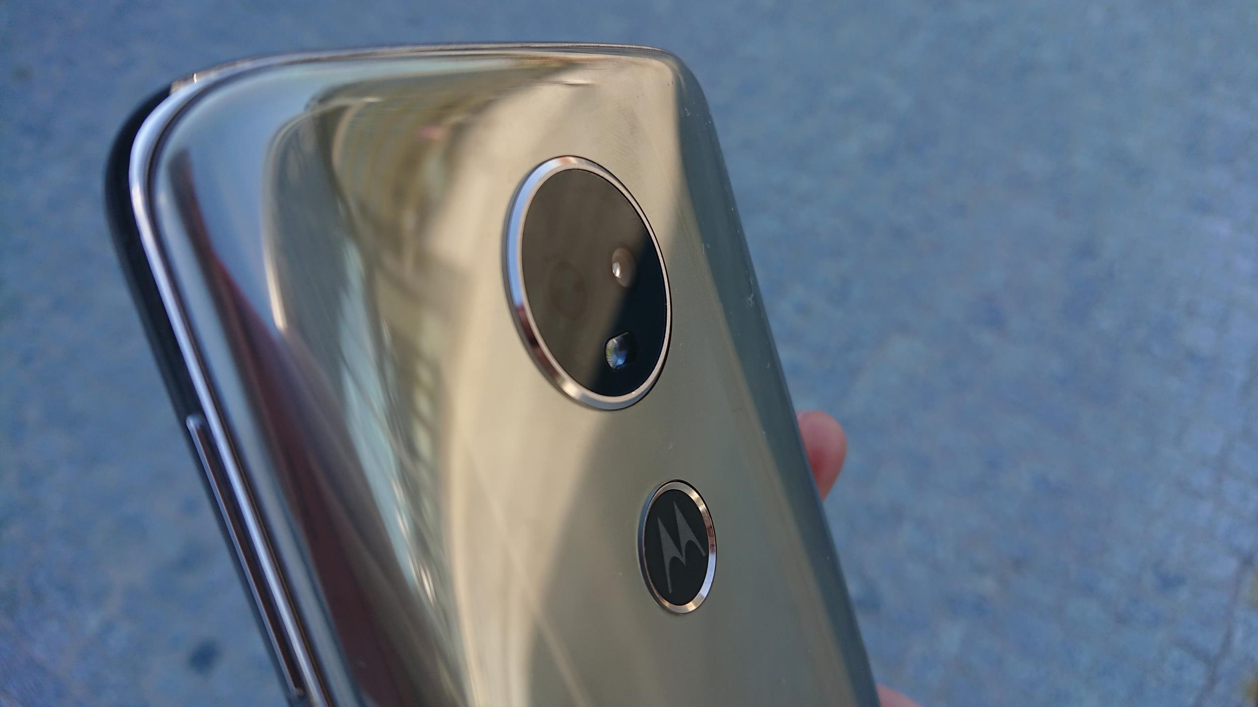 Tabletowo.pl Recenzja Motorola Moto E5 Plus - wydajna bateria to największa (lecz nie jedyna) zaleta tego smartfona Android Motorola Recenzje Smartfony