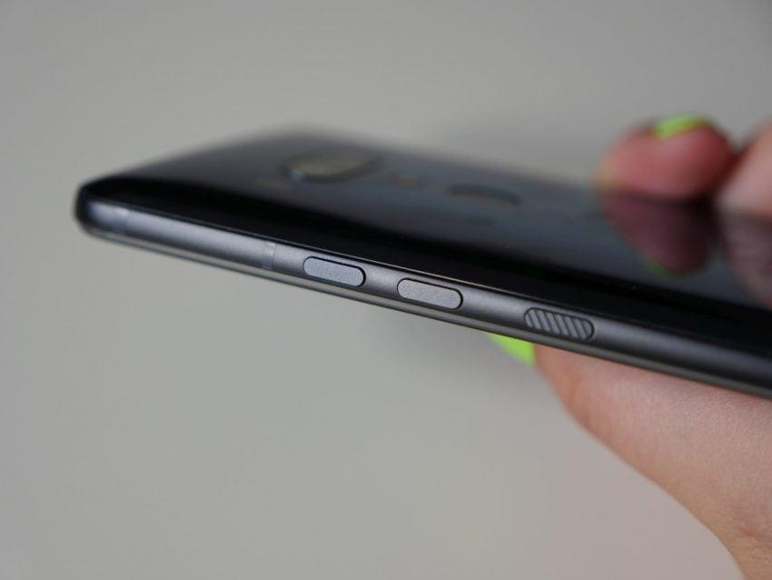 Recenzja HTC U12+ - cieszy rozbudowane Edge Sense, martwią cyfrowe przyciski 24