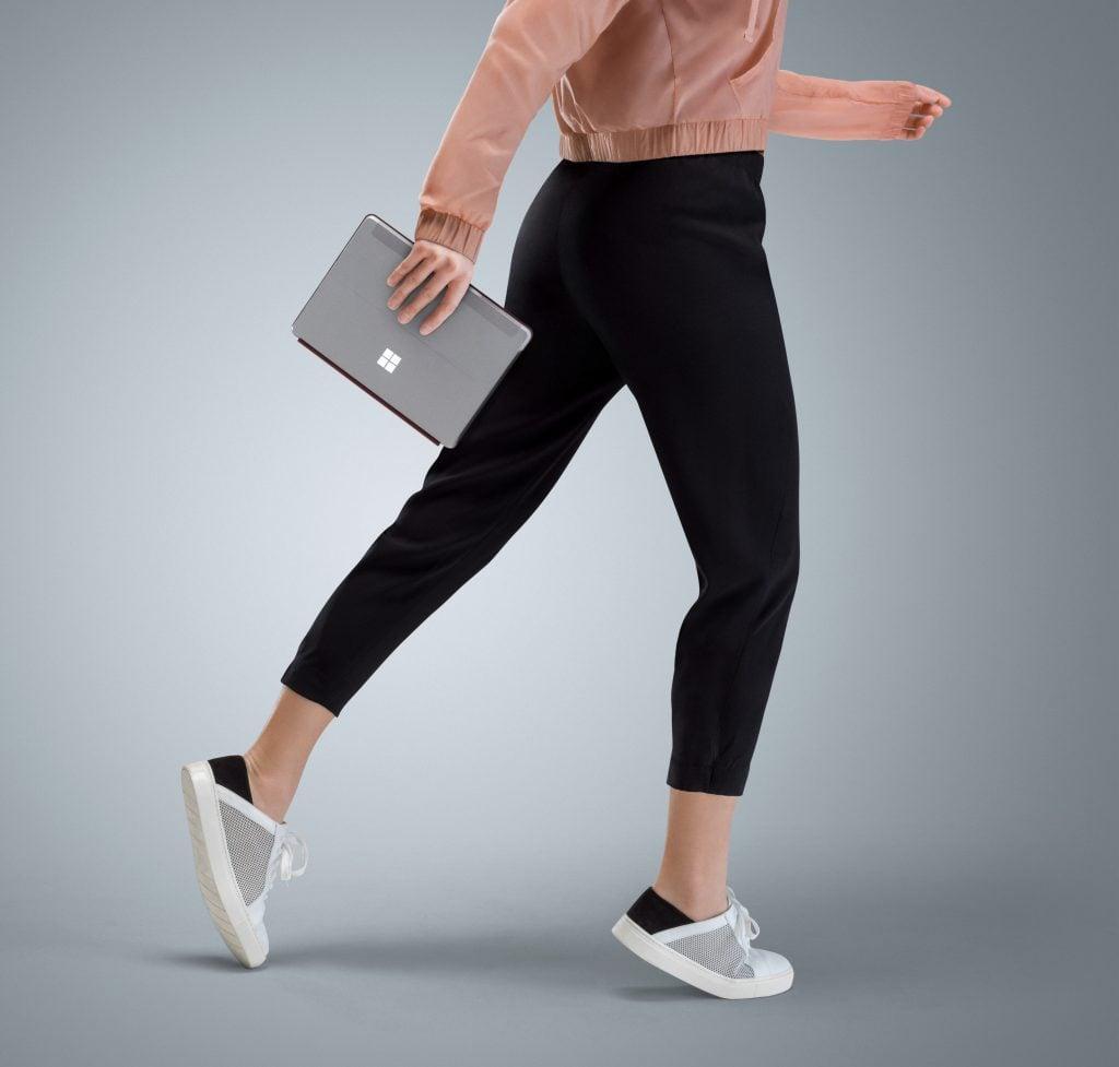 """""""Mały"""" Surface właśnie stał się jeszcze bardziej mobilny. Microsoft zaprezentował Surface Go w wersji z LTE 18"""