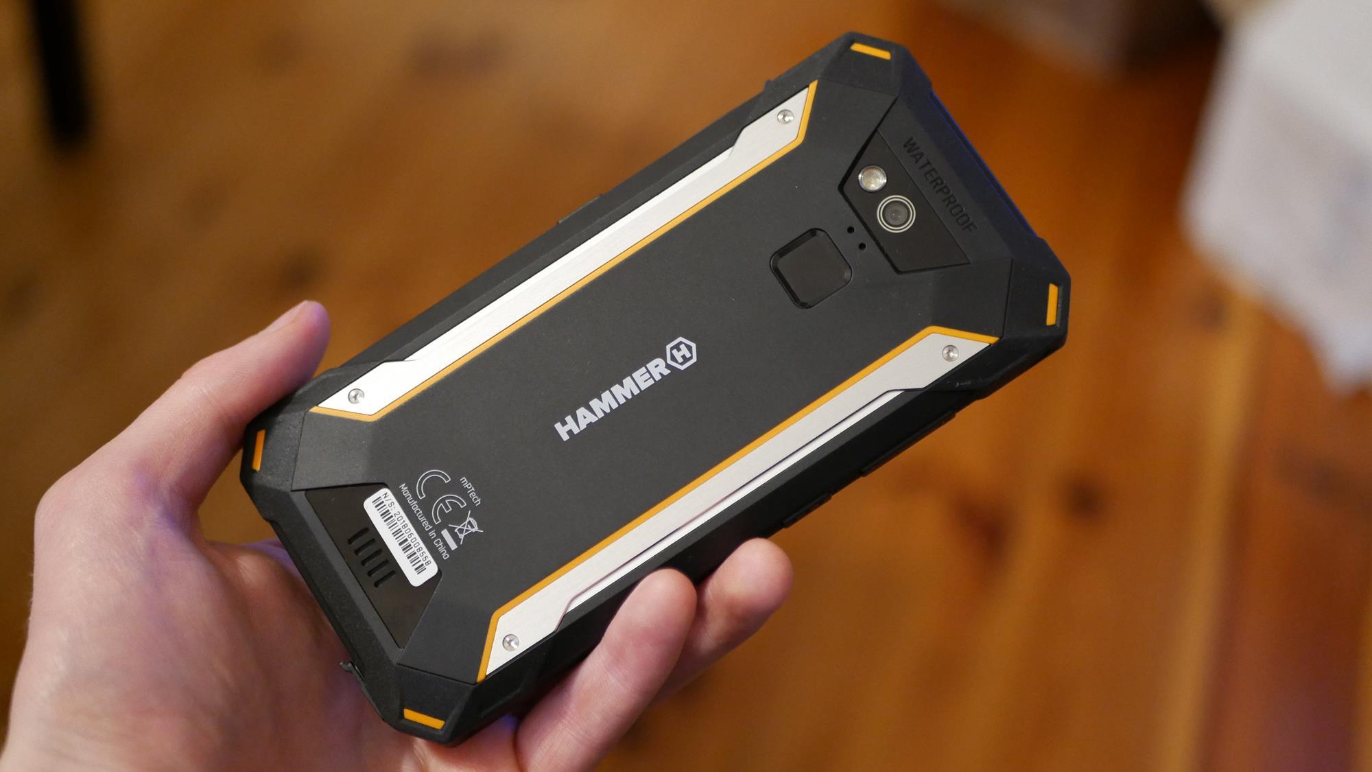 Recenzja Hammer Energy 18x9 - wytrzymałego smartfona idącego z duchem czasu 18