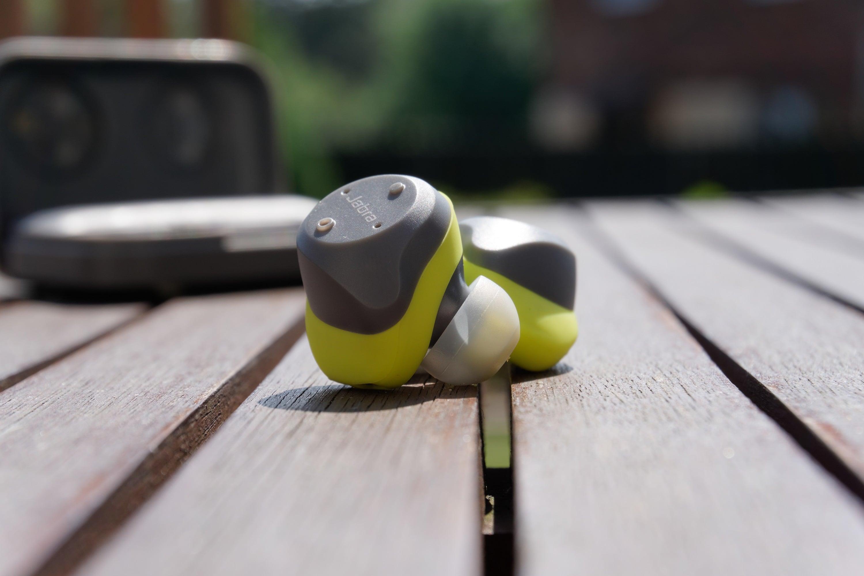 Recenzja Jabra Elite Sport - prawdziwie bezprzewodowych słuchawek dokanałowych