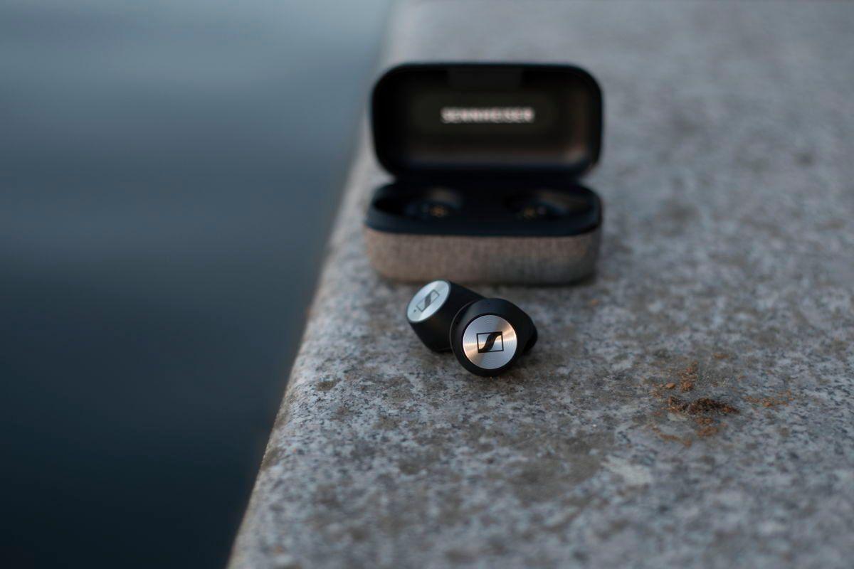 Dwie nowości od Sennheisera: słuchawki Momentum True Wirelles i soundbar AMBEO 21