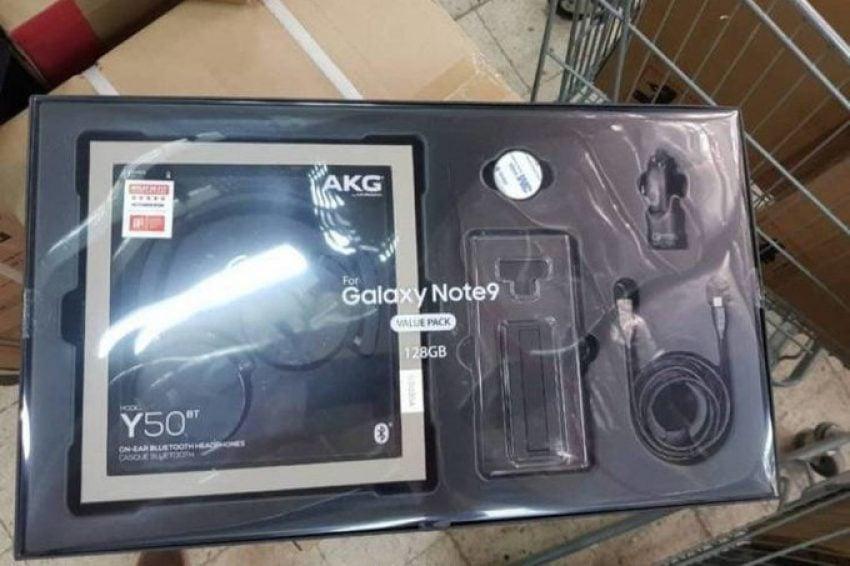 Tabletowo.pl Samsung chyba myśli, że jak dorzuci do Galaxy Note 9 gratis w postaci słuchawek, to smartfon będzie się lepiej sprzedawał Plotki / Przecieki Smartfony