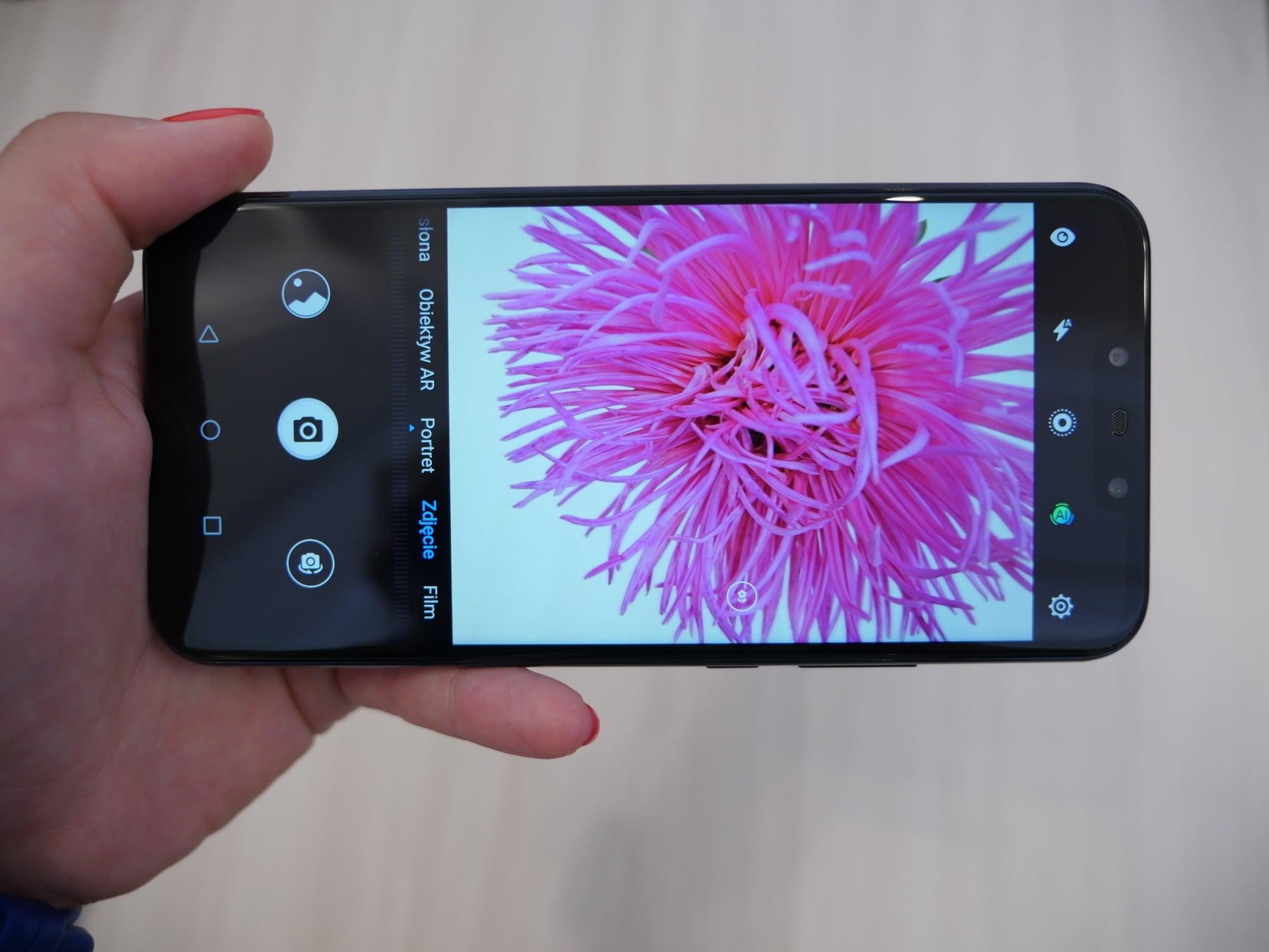 Tabletowo.pl Huawei Mate 20 Lite oficjalnie. Nieco droższy od poprzednika, ale ma i NFC, i USB typu C Android Huawei Smartfony